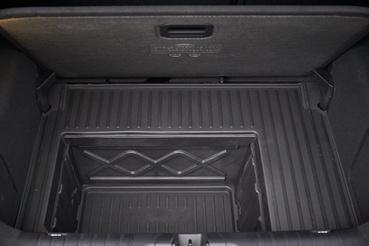 A Megabox és környezete egy strapabíró műanyag elem, melyet ragasztva illesztenek a helyére, így merevít, ha pedig hátulról törne a kocsi, egyben cserélhető