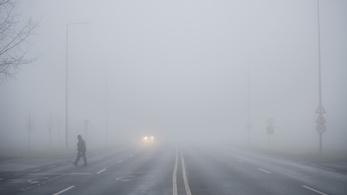 Ködből, csöndből