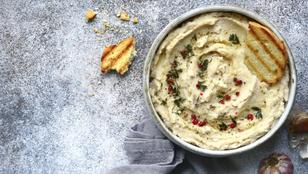 Egészséges mártogatós vagy reggeli kenyérfeltét: vöröslencse-krém rózsaborssal és szarvasgombával