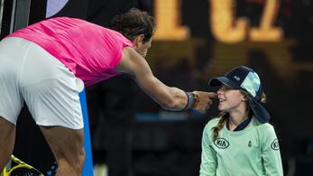 Nadal kibombázta a labdaszedő kislányt, majd adott neki egy puszit