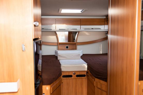 A hátsó alapból két külön ágy, ha betesszük a középső betétet, gigantikus franciaágyat kapunk
