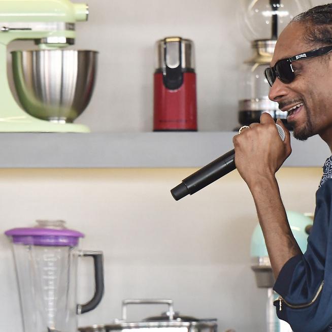 Gordon Ramsay szerint pokolian jó séf Snoop Dogg – A rapper szakácskönyvet dobott a piacra