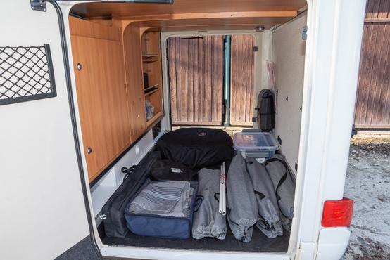 Emelt terhelhetőségű (450 kg) a garázs