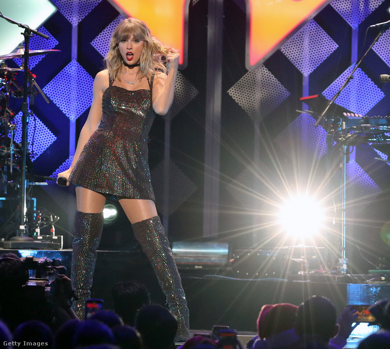 Taylor Swift az iHeart Radio 2019-es Jingle Ball fellépésén