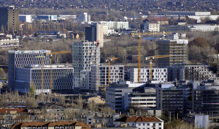 A BudaPart GATE építkezés a Kopaszi-gát közelében a főváros XI. kerületében, ahol 15 modern lakóépület, 13 irodaház és szálloda valósul meg, köztük már 2021-re a MOL Campus nevű, 28 emeletes toronyházat is magába foglaló új cégközpont.