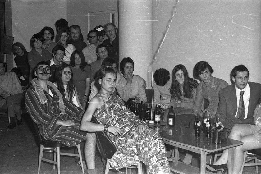 Közös programok, iszogatás, mulatozás - 1972-ben így kapcsolódtak ki a kollégiumi fiatalok.