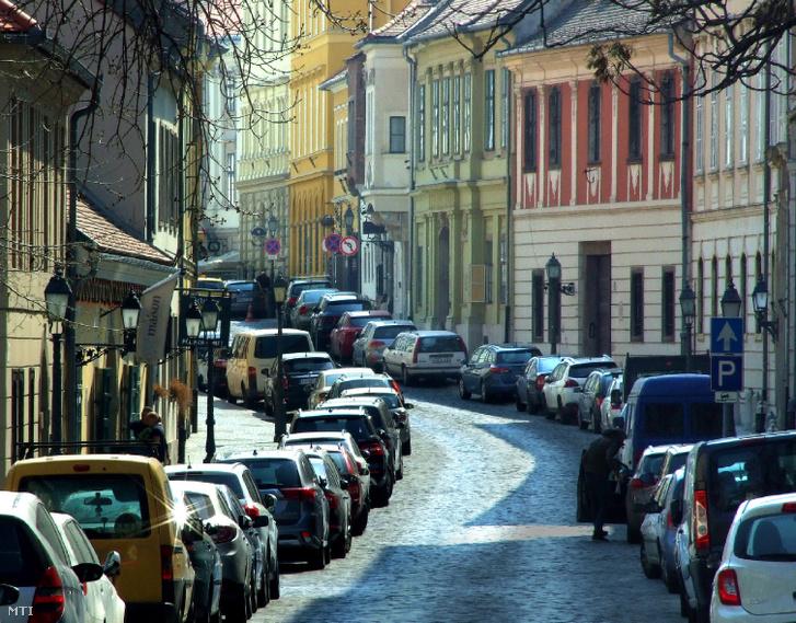 Parkoló autók a Budai Várban