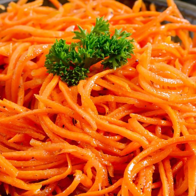 Fűszeres koreai répasaláta: mindenféle sültet feldob
