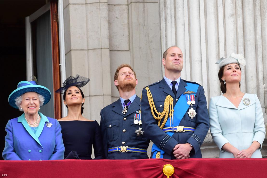 II. Erzsébet brit királynő, Meghan Markle, Harry herceg, Vilmos herceg és Kate Middleton