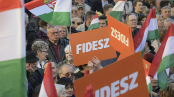 Závecz: A Fidesz tábora csökkent, az ellenzéké nem változott