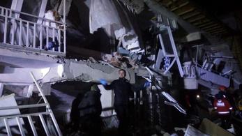 Erős földrengés rázta meg Törökországot, több ember meghalt