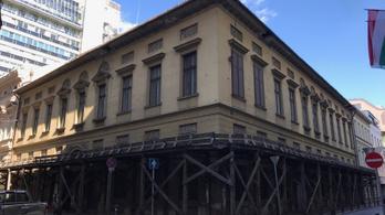 2022-re felújítják a Pollack Mihály tervezte Almásy-palotát