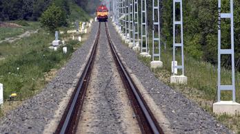 A sínek között hagyták az áldozat maradványait