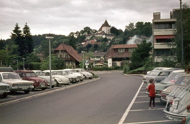 Svájc, 1972 augusztusának eleje. A piros kiccsávó harisnyában én vagyok