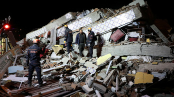 Már 22 halottja van a törökországi földrengésnek