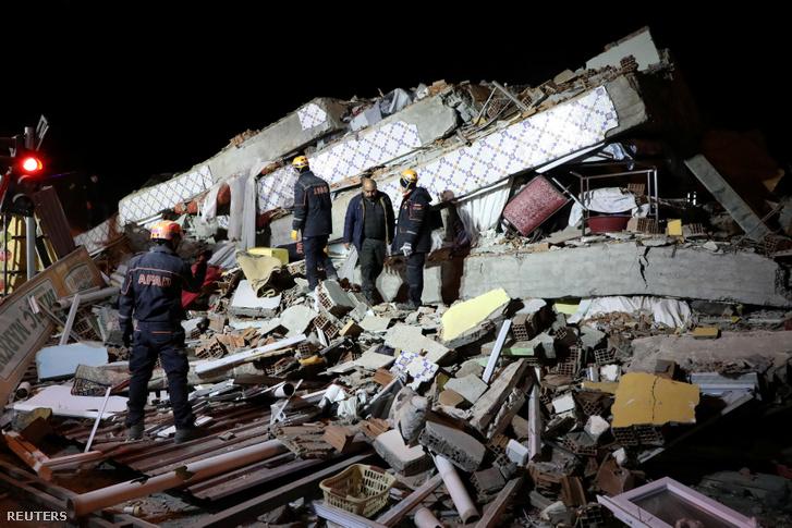 Egy épület maradványai a földrengés után Elazig tartományban 2020. január 25-én.