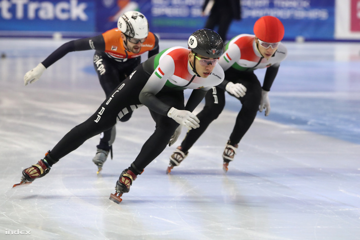 Liu Shaolin Sándor és Liu Shaoang a debreceni rövidpályás gyorkorcsolya-Európa-bajnokság 500 méteres számában.