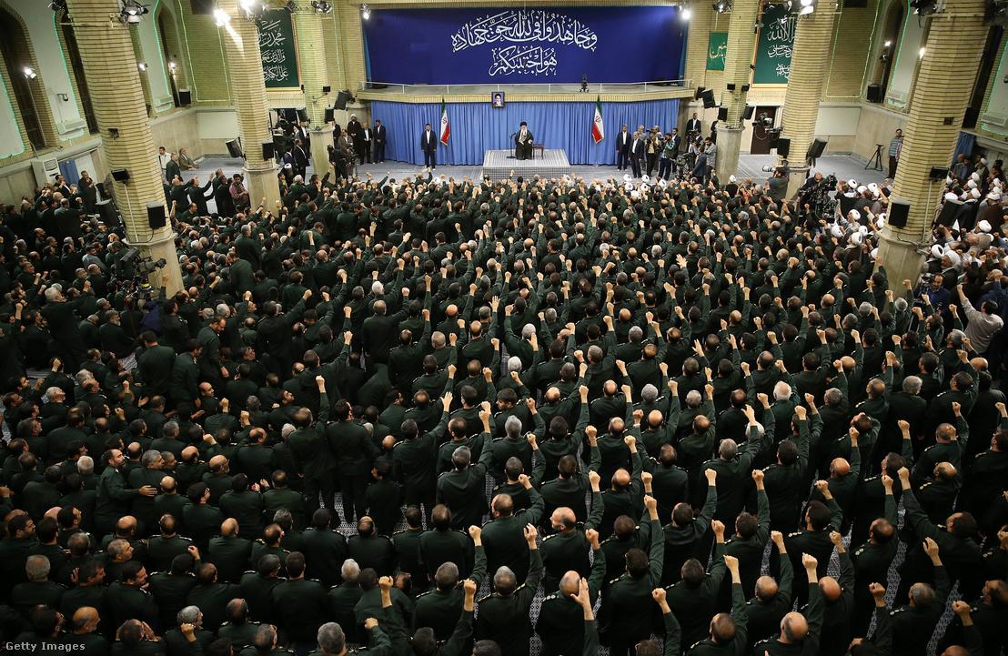 Hamenei beszédet tart IRGC tagoknak Teheránban 2016 szeptemberében.