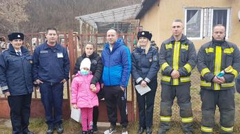 Rendőrök, tűzoltók és polgárőrök teljesítették egy hatéves kislány kívánságát