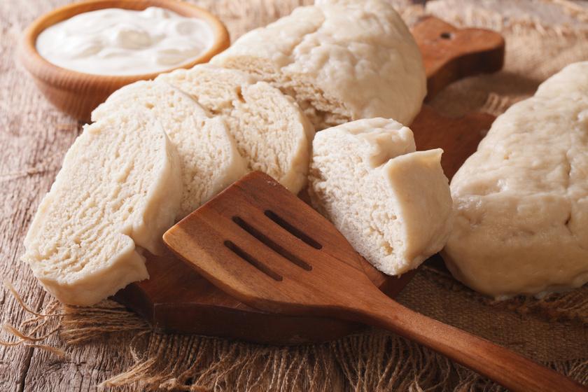 Puha knédli cseh recept szerint: szaftos húsok mellé isteni köret