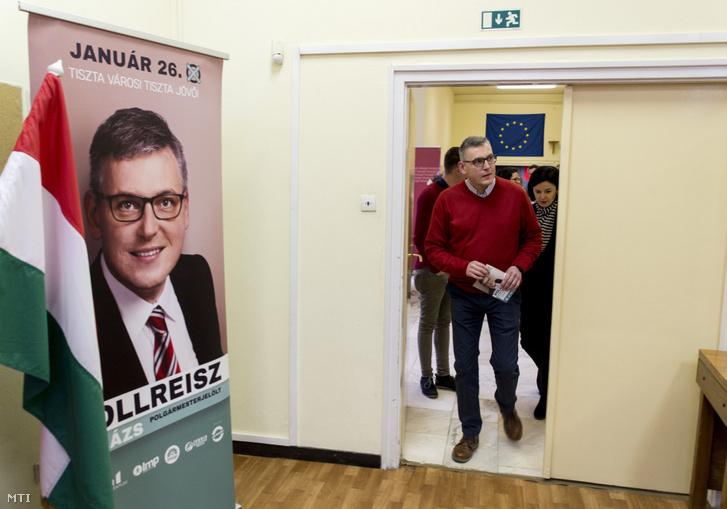 Pollreisz Balázs az MSZP a DK a Jobbik a Momentum és az LMP győri polgármesterjelöltje valamint Kunhalmi Ágnes az MSZP választmányi elnöke érkezik a Tiszta várost tiszta közéletet Győrben is! címmel tartott sajtótájékoztatójukra a győri MSZP-székházban 2020. január 25-én egy nappal az időközi polgármester-választás előtt.
