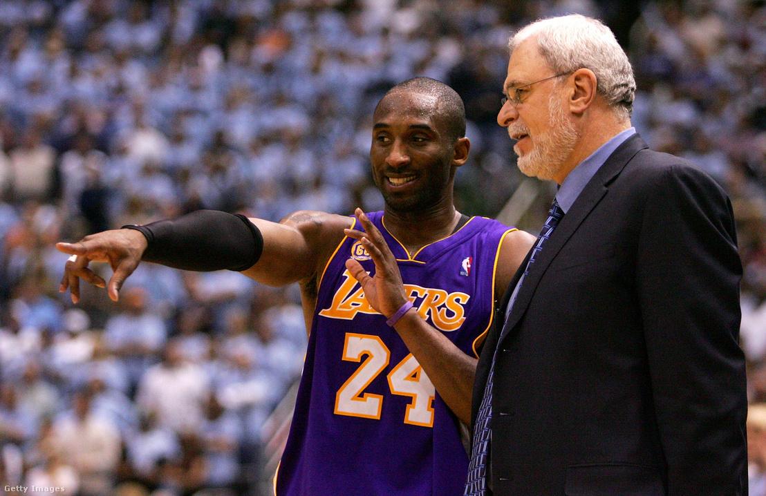 Kobe Bryant és vezetőedző Phil Jackson, akivel öt bajnoki címet nyert