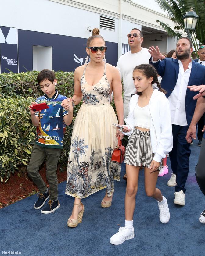 Ritkán látni Jennifer Lopezt távol a színpadtól és a vörös szőnyegtől