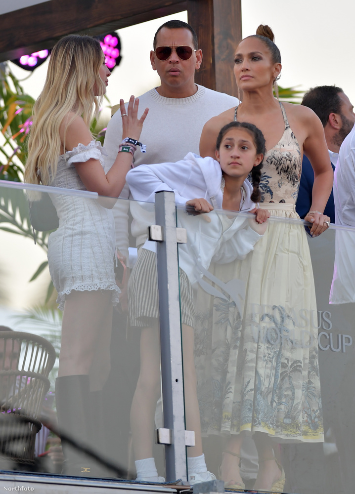 Jennifer Lopeznek ikrei vannak, a 2008-ban született Emme és Max, vőlegénye pedig szintén két gyermekkel büszkélkedhet korábbi házasságából: ők a 2004-ben született Natasha Alexander és a 2008-as születésű Cynthia