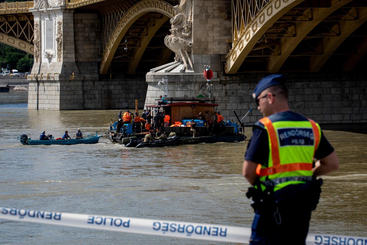 A Hableány roncsait a baleset hajnalán találták meg a Margit híd közelében, méterekkel a Duna mélyén. A hajó kiemelésére azonban még napokig várni kellett, mert a folyó áradása miatt nagyon erős volt a sodrás, a búvárok nagyon nehezen tudták megközelíteni a roncsot.