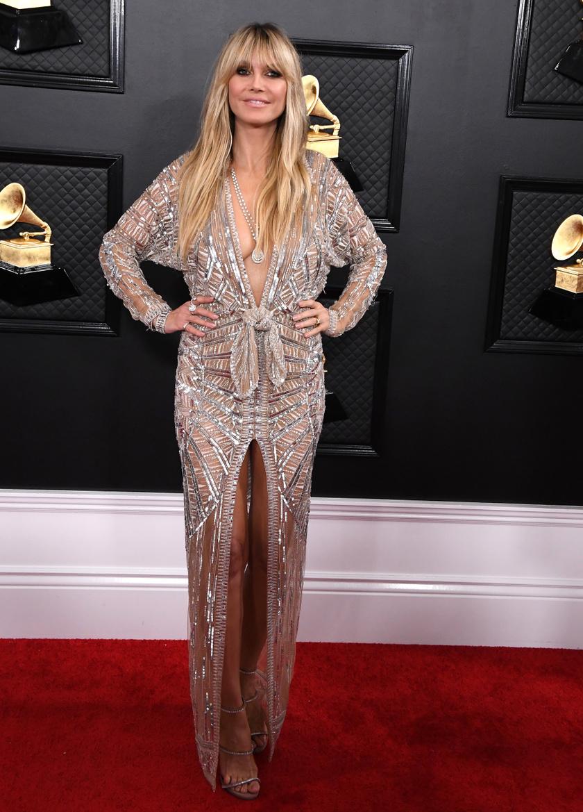 Heidi Klum egy mélyen dekoltált Dundas kreációban lépett a vörös szőnyegre.