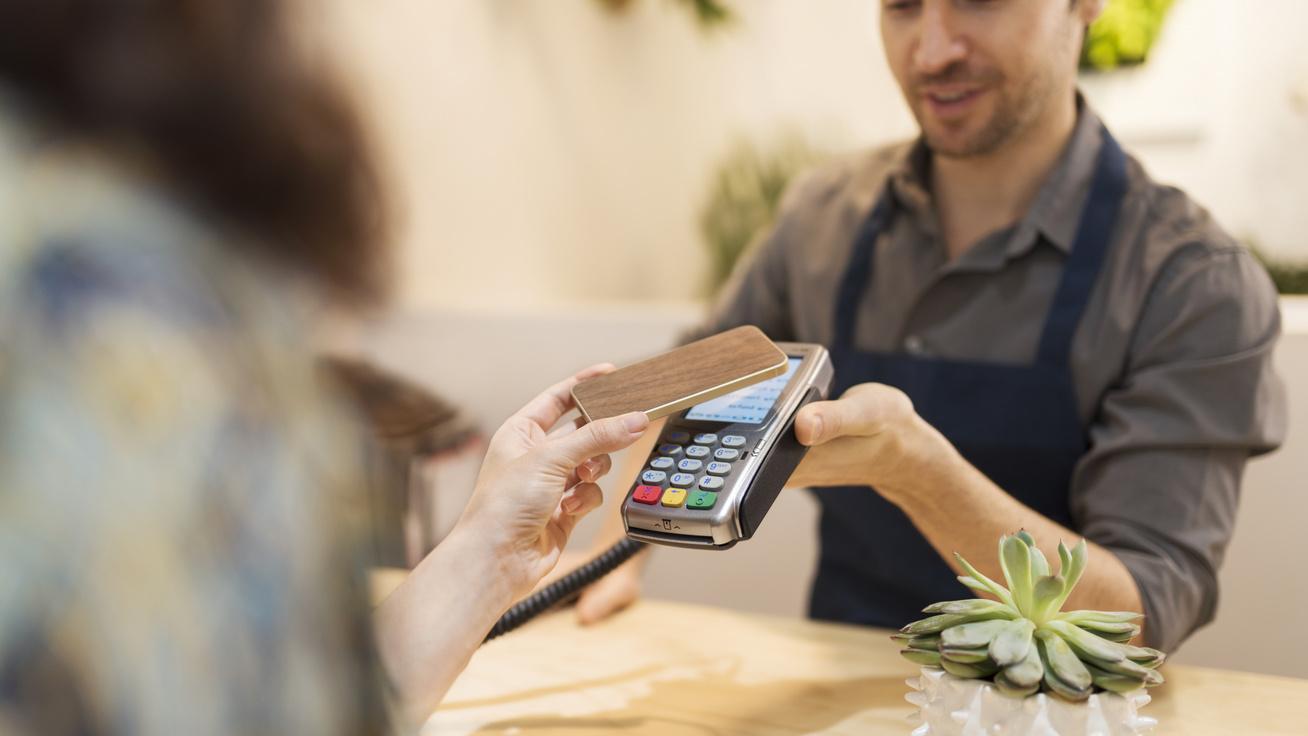 Van, ahol már egyáltalán nem használnak készpénzt: hogyan fizetünk a jövőben?