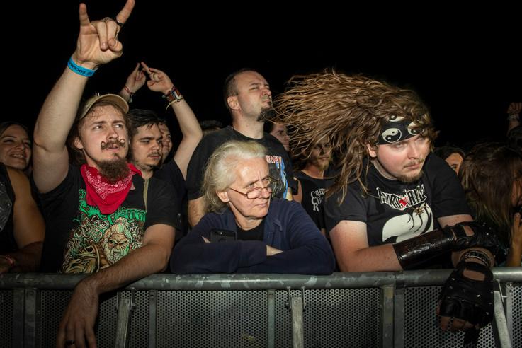 Művészet (sorozat):                          1.díjMohai Balázs: Pár akkord és indul a pogó                         Punk-rockerek éves seregszemléje a dunaújvárosi Rockmaraton fesztiválon.