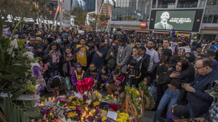 Óriási a káosz, mivel elárasztották a tragédia helyszínét Kobe Bryant rajongói