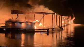 Többen meghaltak, amikor lakóhajók gyulladtak ki Alabamában