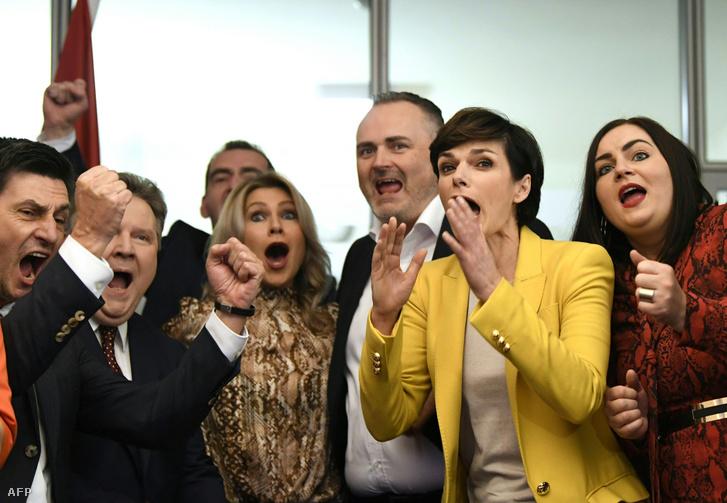 Balról jobbra: Christian Illedits, tartományi tanácsos, Michael Ludwig, Bécs polgármestere, Julia Jurtschak, az SPÖ regionális főjelöltje, Hans Peter Doskozil, tartományi kormányzó, Pamela Rendi-Wagner az SPÖ vezetője és Astrid Eisenkopf, tartományi tanácsos reagálnak a regionális választások eredményére 2020. január 26-án Eisenstadtban