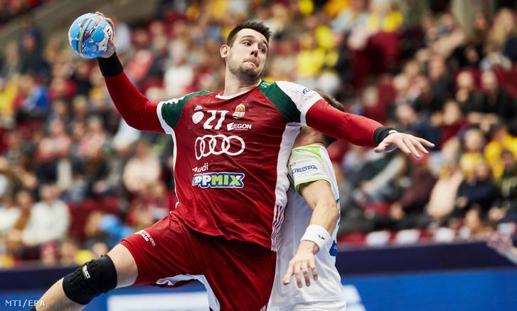 Bánhidi Bence lő a férfi kézilabda- Európa-bajnokság Magyarország–Portugália mérkőzésén a svédországi Malmőben 2020. január 22-én