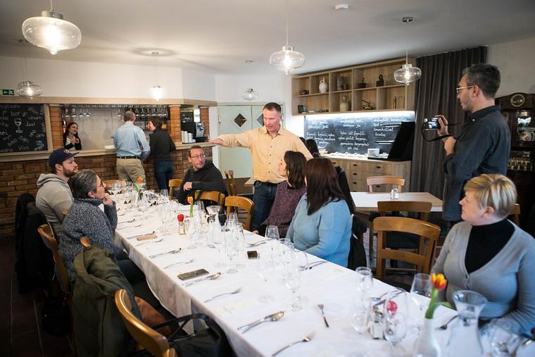 Nem álltunk meg itt: a Borbarátok Vendéglőben Nagy István mesélt nekünk az étterem és a pincészet történetéről...