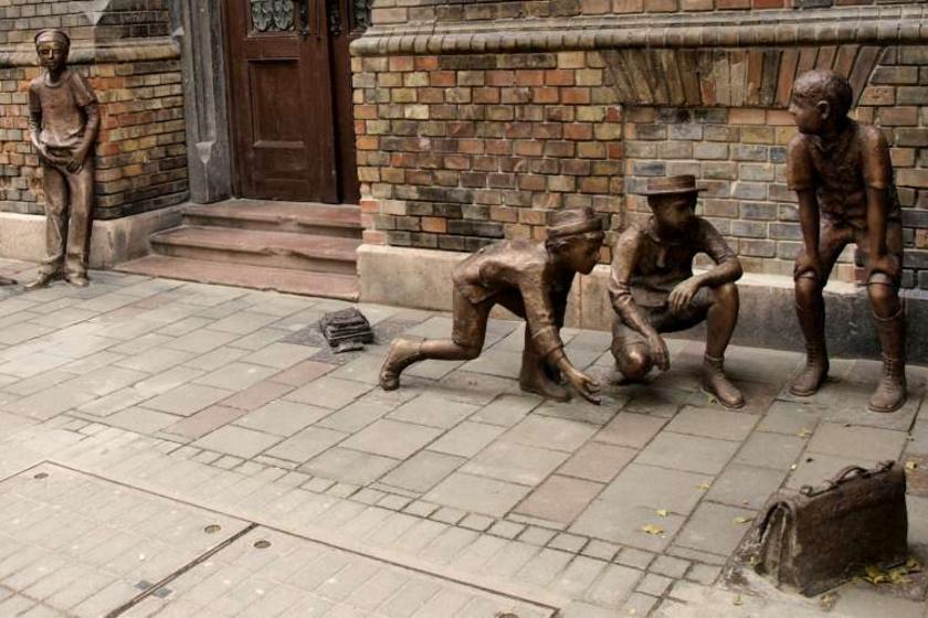 Paul street boys sculpture PB110359
