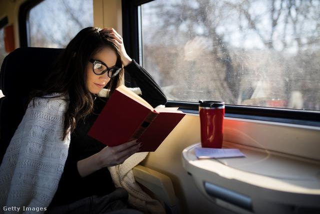 Alaposan meglepődnénk, ha valaki hangosan kezdené olvasni a könyvét a vonaton