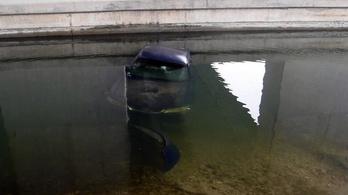 A Dunába csúszott egy autó