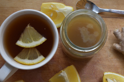 Azonnali, természetes segítség brutális nátha esetén: citrom-gyömbér dzsúsz