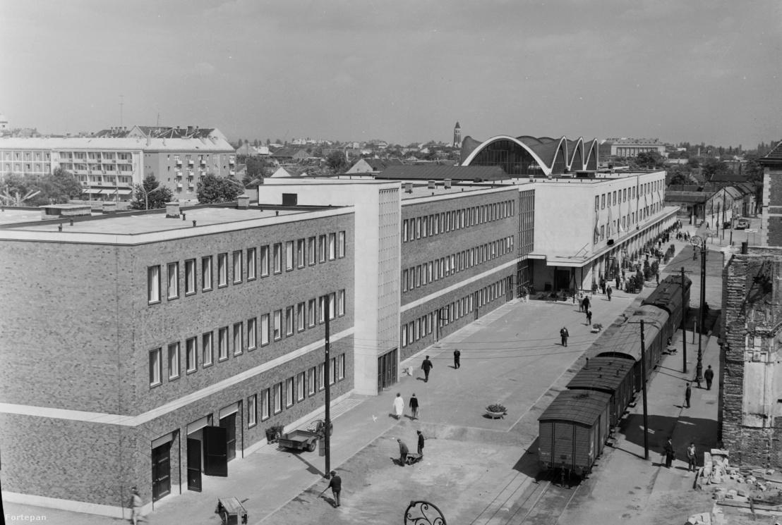 A Kelemen László tervezte debreceni nagyállomás az átadásakor, 1961-ben