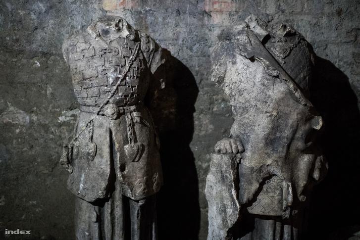 Álmos és Előd vezér eredeti szobra a Halászbástyáról - a Dísz tér 2. pincéjéből