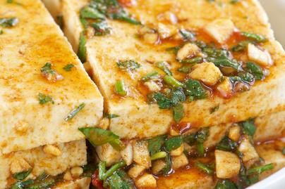 Édes-savanyú pácban pirított tofu – Önmagában és körettel is tökéletes