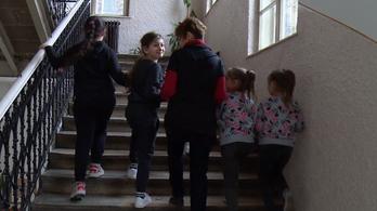Egy másik iskola kapta meg a ferencvárosi roma diákoknak szánt okostantermet