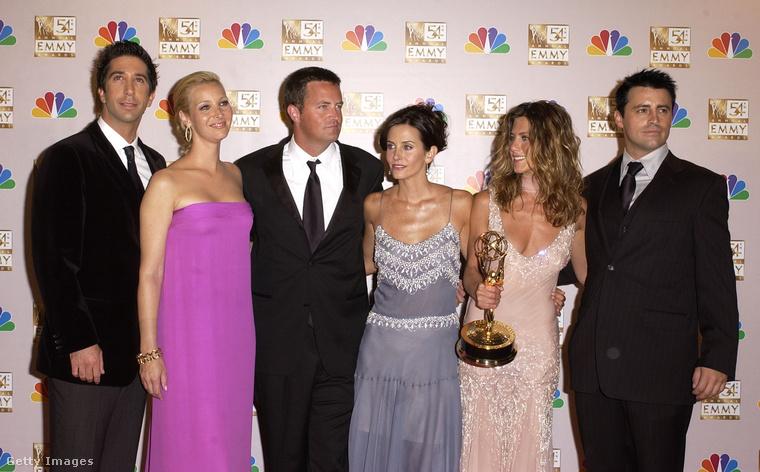A múltidézés kedvéért íme egy kép a 2002-es Emmy Awardsról, amikor a Jóbarátok sztárjai egy szobrocskát is bezsebelhettek