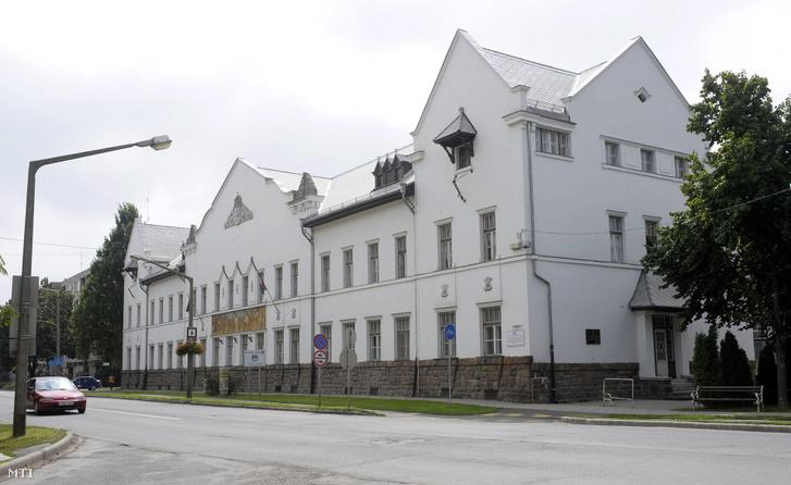 A Szent István Egyetem Víz- és Környezetgazdálkodási Karának épülete a Szabadság úton Szarvason 2010-ben