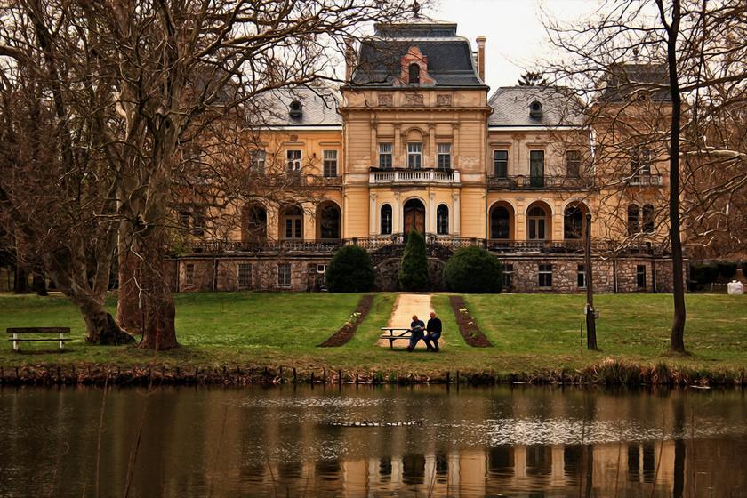 3 gyönyörű kastély Budapest mellett: eldugott kis csodák