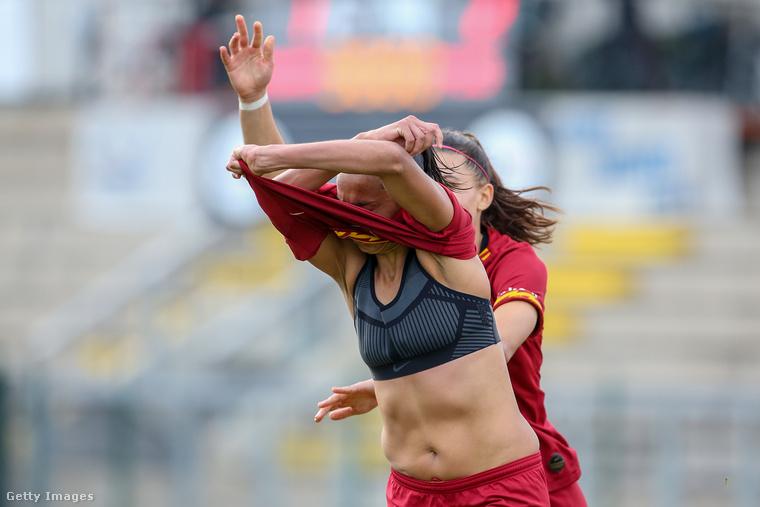 Ő az AS Roma játékosa egyébként, és éppen az ACF Fiorentinának lőtt gólt a január 26-i meccsen Rómában.