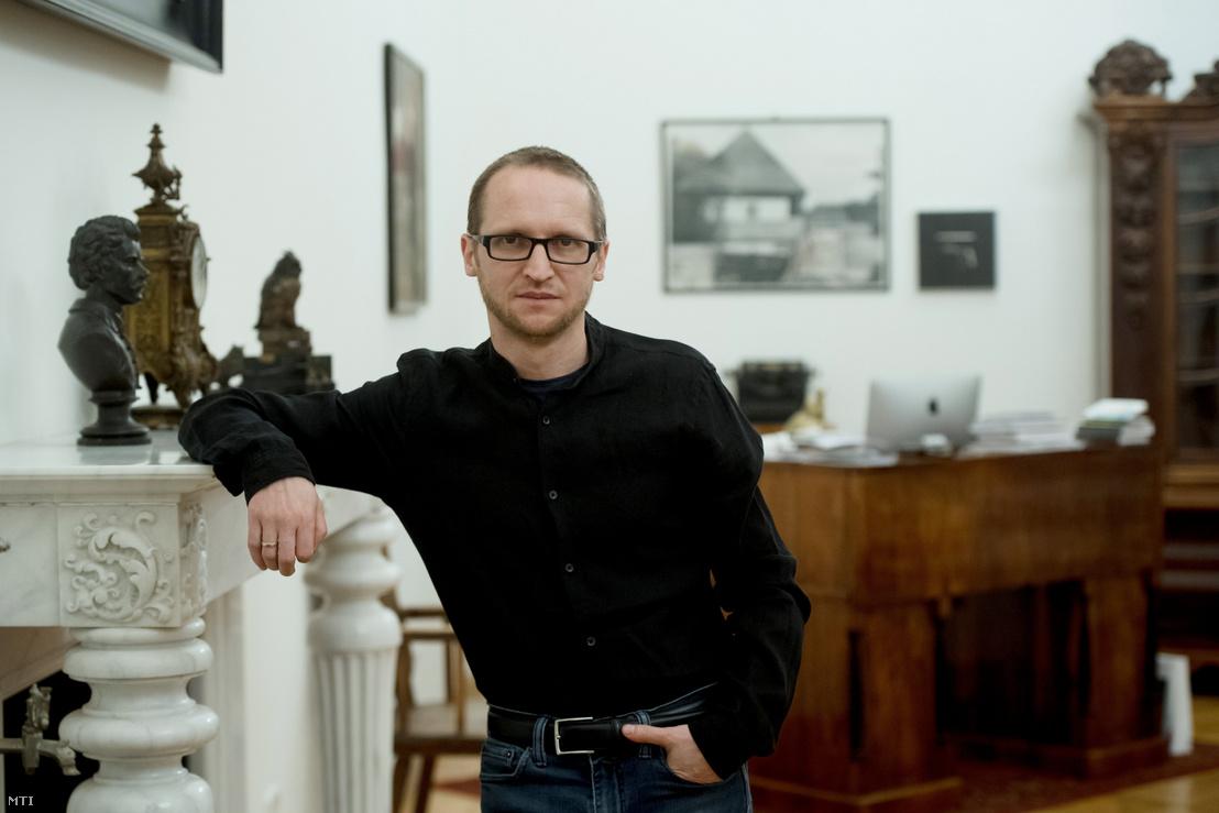 Demeter Szilárd a Petőfi Irodalmi Múzeum (PIM) főigazgatója, miniszteri biztos 2020. január 21-én dolgozószobájában